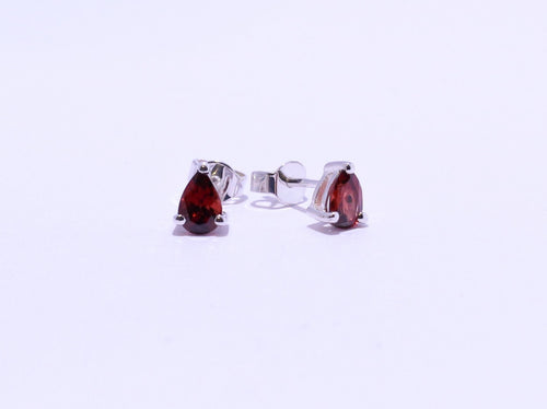 925 Garnet 6.5x5.2mm pear 4-claw set Stud Earrings