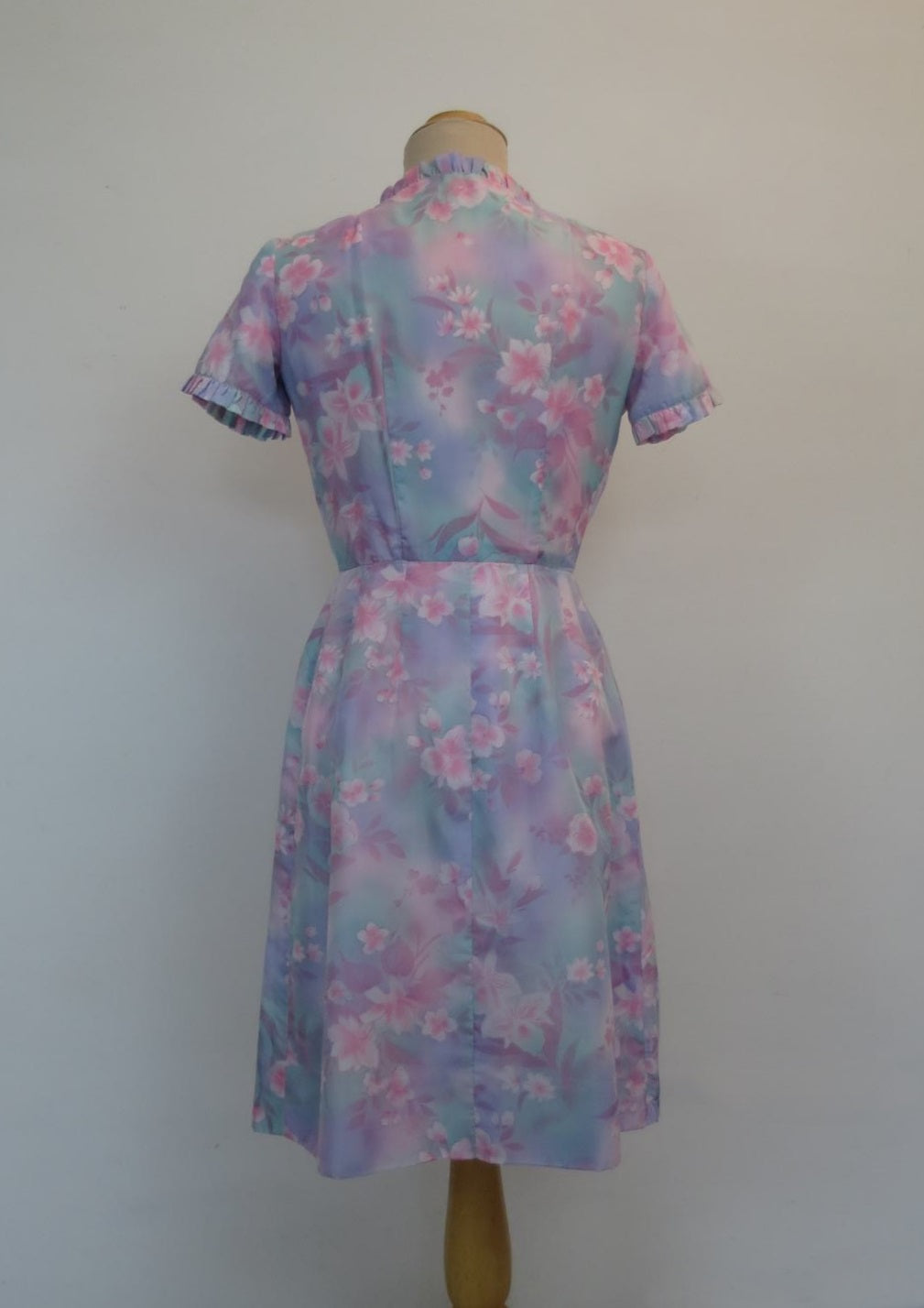 vintage 1960s floral wrap dress or robe mauve and pink