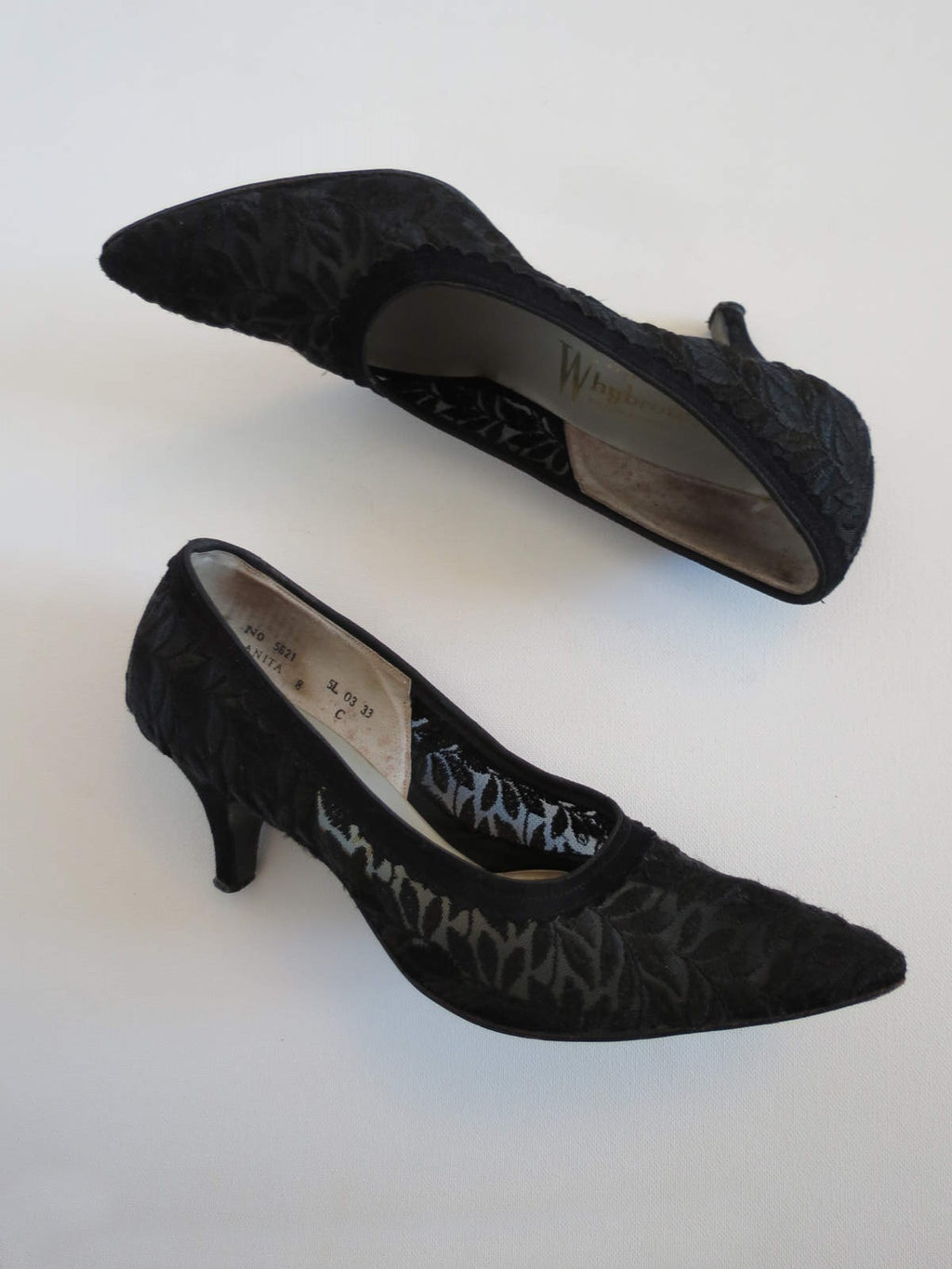 vintage shoes 1950s black lace mesh pumps medium heel 8C
