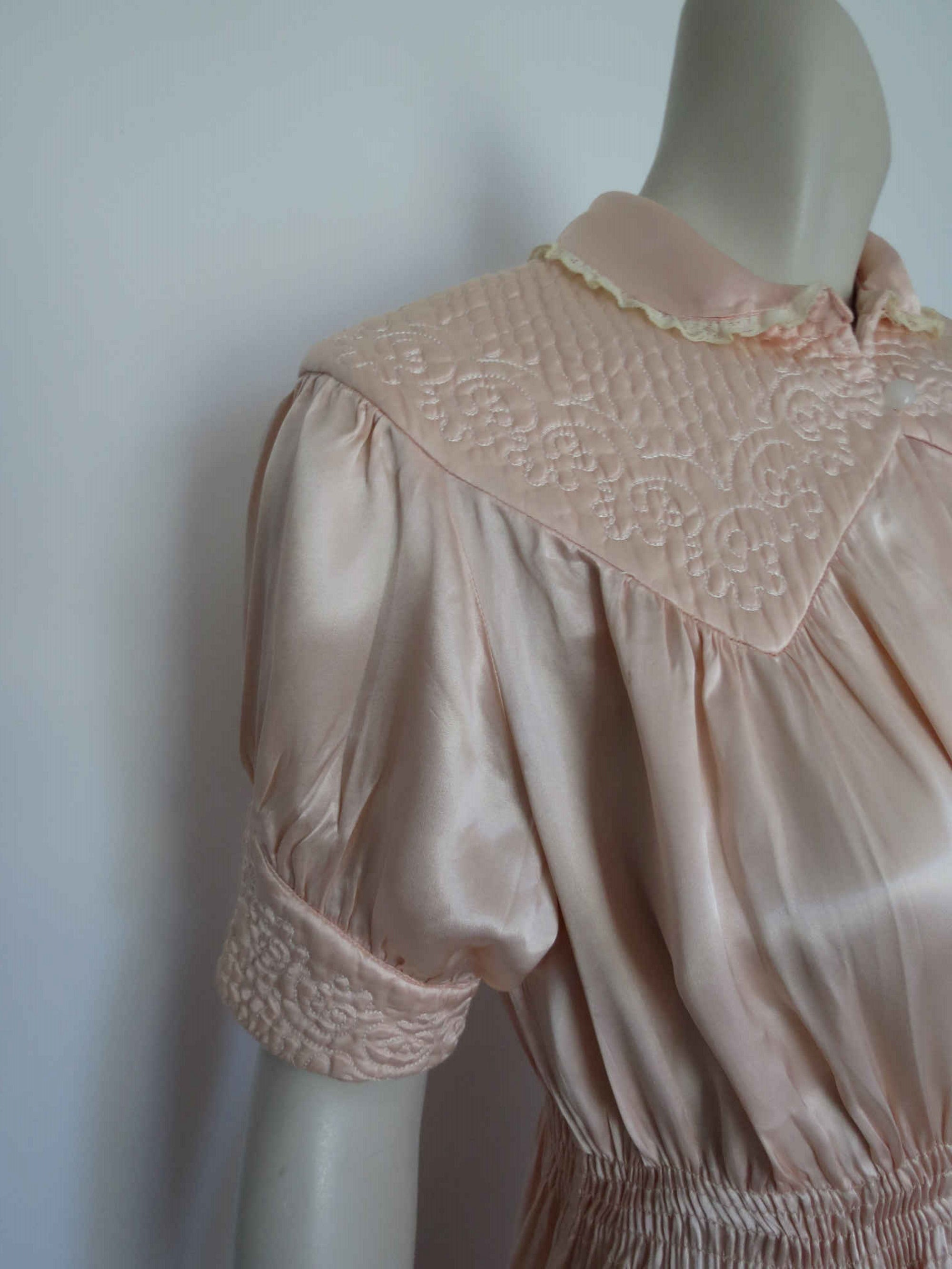 1940s vintage peach satin quilted robe or peignoir