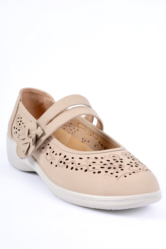 Oprah Beige Dr Lightfoot Shoe 4x8