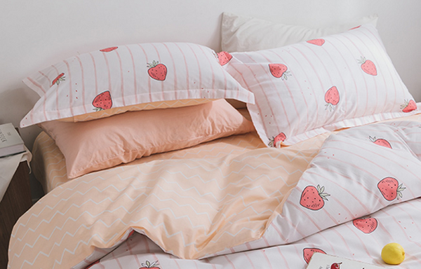 Love Strawberry Bedding Set