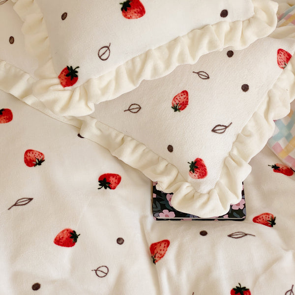 Soft Strawberry Bedding Set