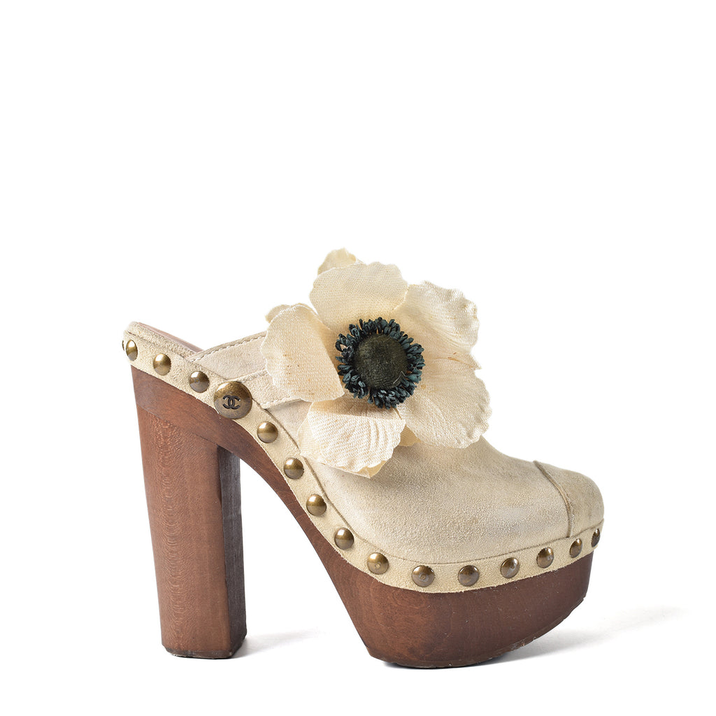 Chanel G27163 Suede Camellia Clogs In Ivory