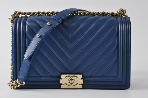 53157a670db3 Chanel Boy New Medium in Blue Chevron Calfskin 23325325 - Glampot