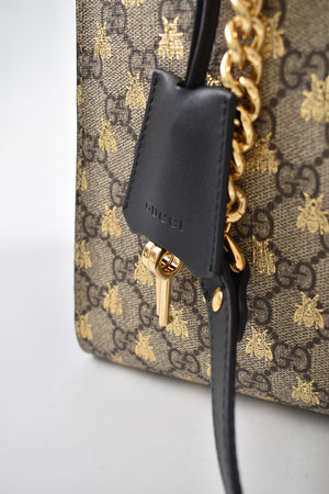 Gucci Padlock GG Supreme Canvas Bees Medium Shoulder Tote in Beige Ebony Oro / Nero