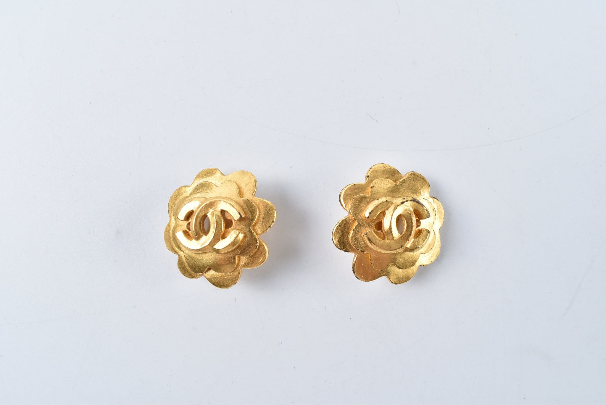 Chanel Gold Metal Floral Clip On Earrings - Glampot