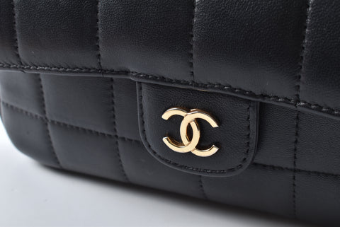 Chanel Camellia Chocolate Bar Flap Shoulder bag in Black GHW 13784320 - Glampot