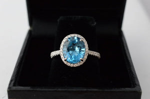 Unique Entourage Ring with Diamond and Blue Topaz.
