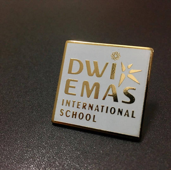 Dwi Emas International School Logo Collectible Pin