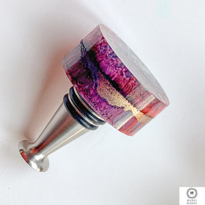 Handcrafted Bottle Stopper: A Violet Spectator