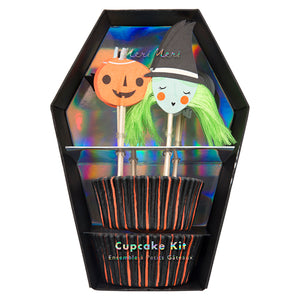 Make your desserts extra spooky this Halloween, with this frightfully fabulous cupcake kit. Pack of 24 cupcake cases 24 themed toppers Neon print & silver holographic foil detail