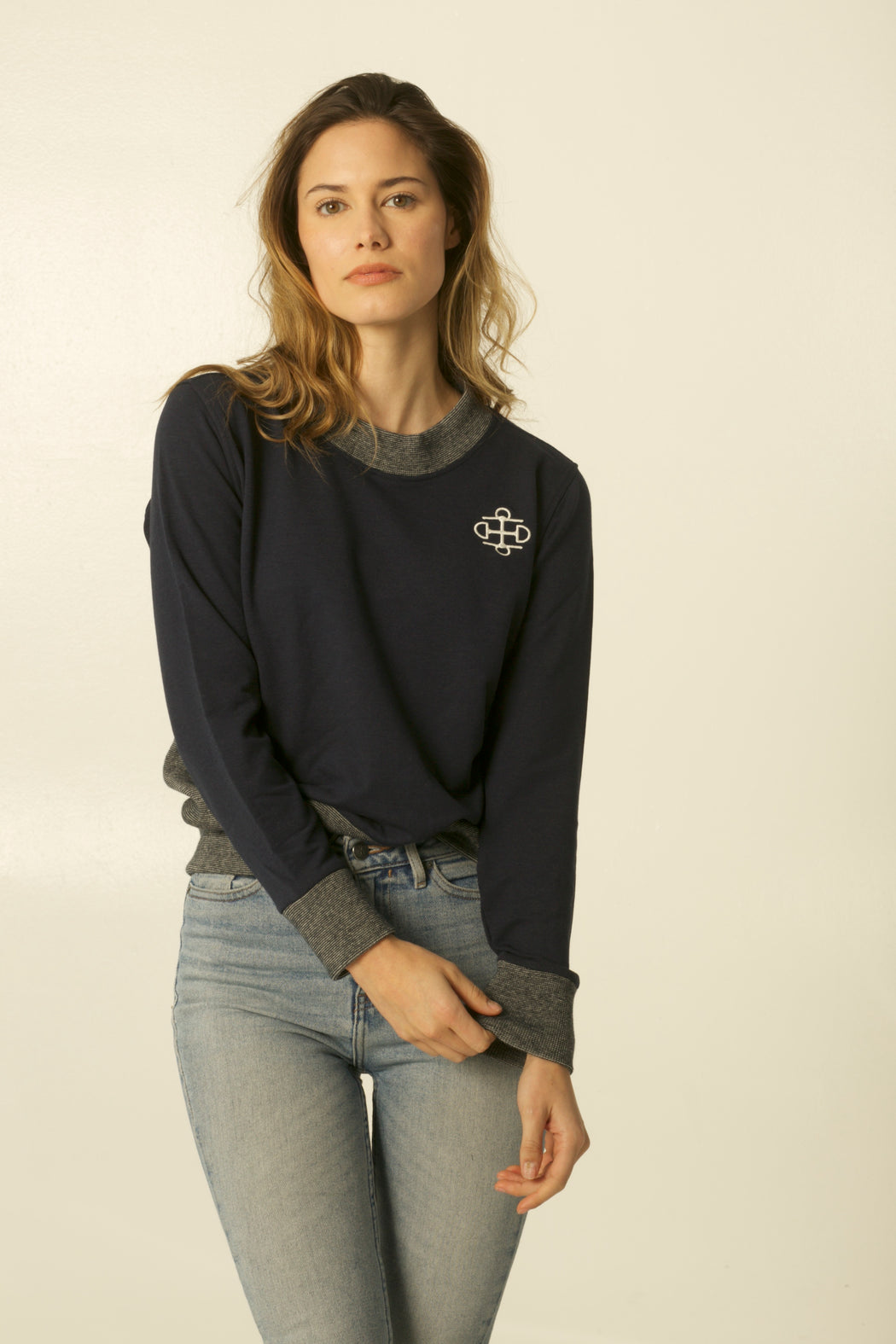 THE NAVY & IVORY BAMBOO CREWNECK SWEATER