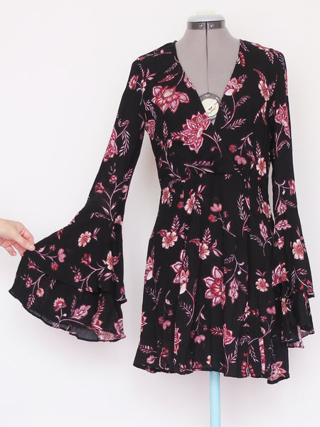 Black floral v-neck bell sleeve dress Large