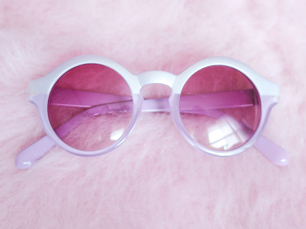 Two-tone lilac sunglasses with pink tinted lenses