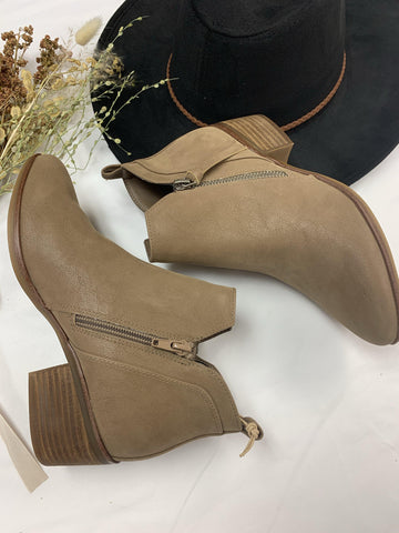 EMILIA Pointed Ankle Boot