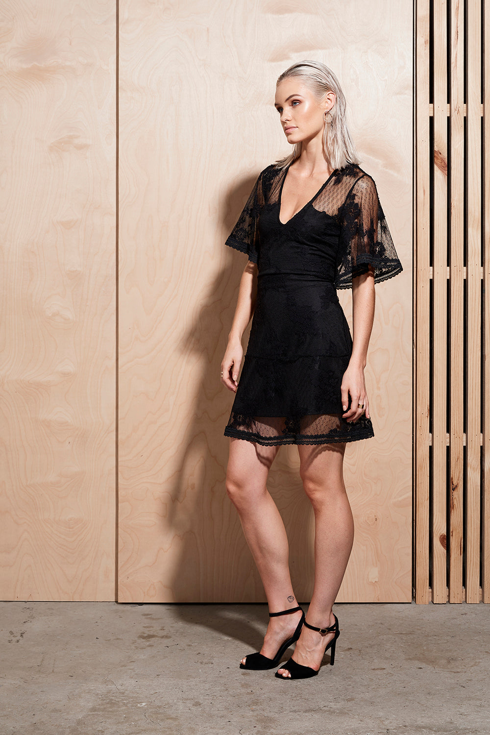 ILLUME LACE MINI DRESS