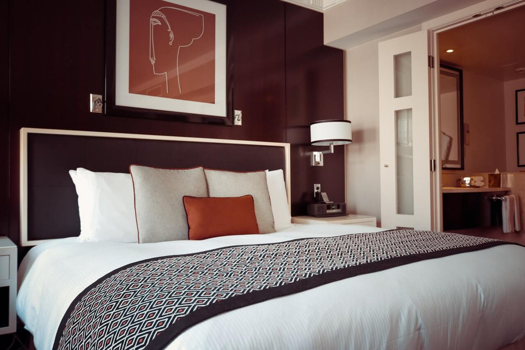 How to Make Your Bed at Home Like a Luxurious Hotel
