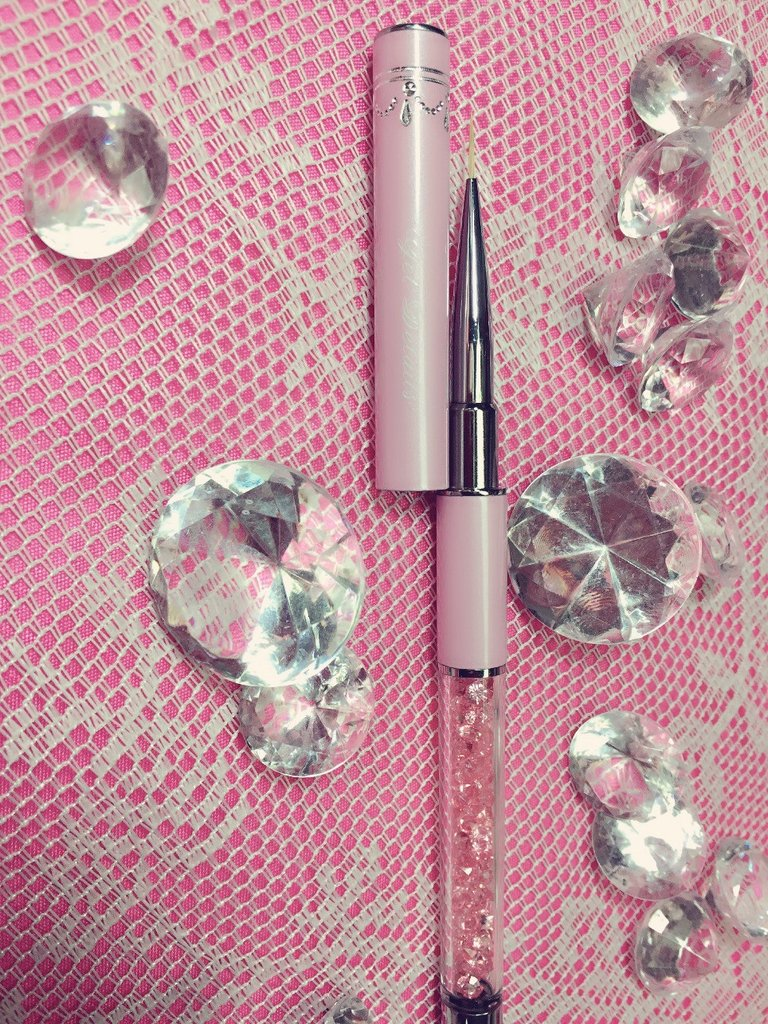 The Pink Diamonds Gel Details Nail Brush