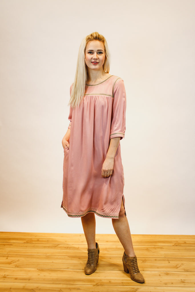 The Frida Midi Dress in Mauve