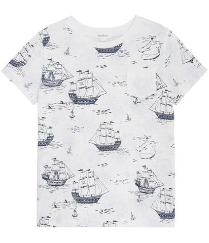 T-shirt with sailboat print