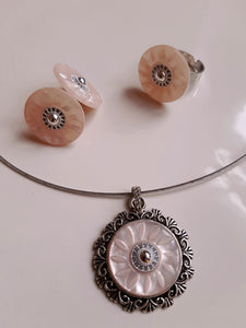 Pink pearl button set