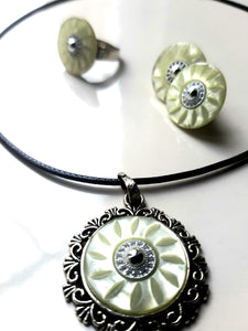 Greenish pearl button set