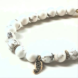 Howlit mother of pearl bracelet 8 mm beads