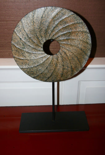 Stone disc swirl on stand