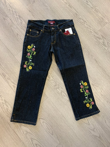 Mid Rise Solid Embroidered Stretch Capri Jeans