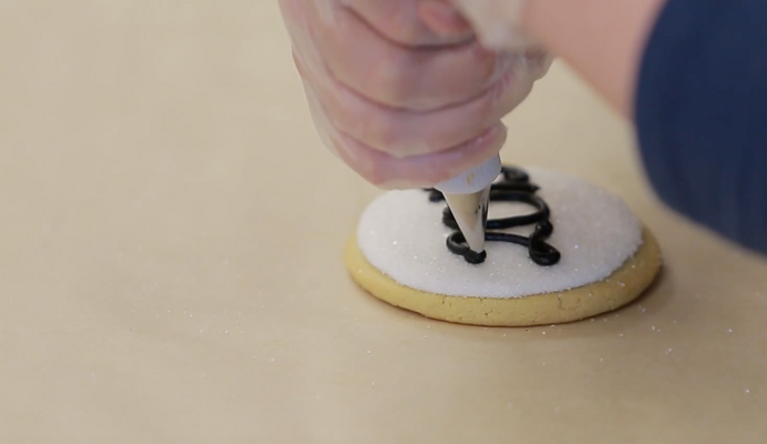 Writing The Year on a Cookie Decortaing Tips with Barbee Cookies