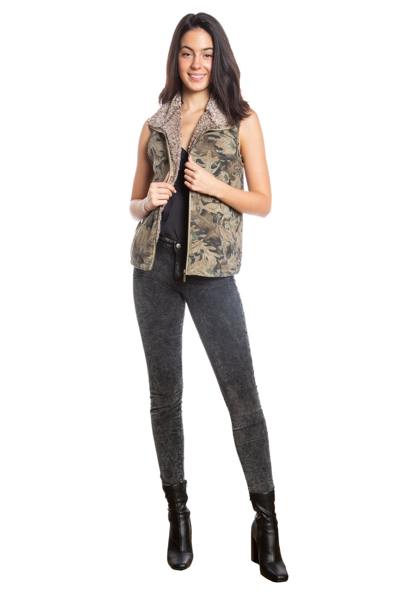 HIGH COLLAR SHERPA SLEEVELESS JACKET - LEAF PRINT