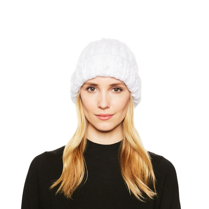 Female model with blonde hair wearing the Eugenia Kim brushed cashmere Shannon knit beanie in Winter White