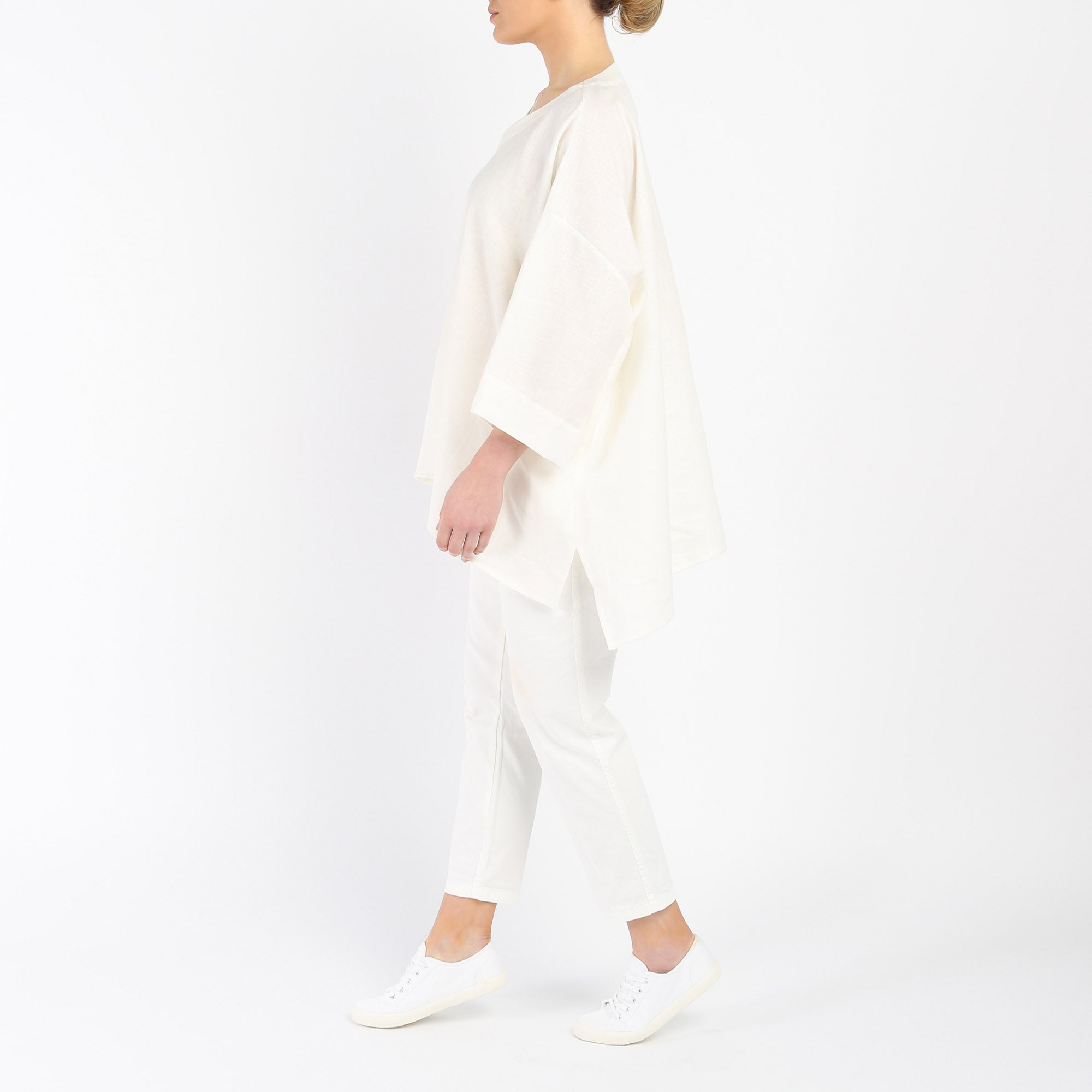 SOFT LINEN V-NECK LONGER BACK TOP | ECRU