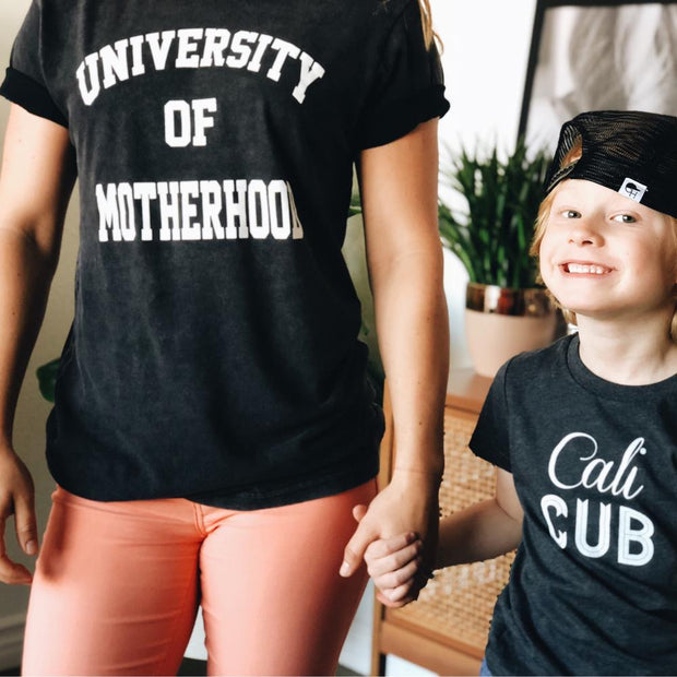 Mom Culture Women's University of Motherhood Vintage Tee Black