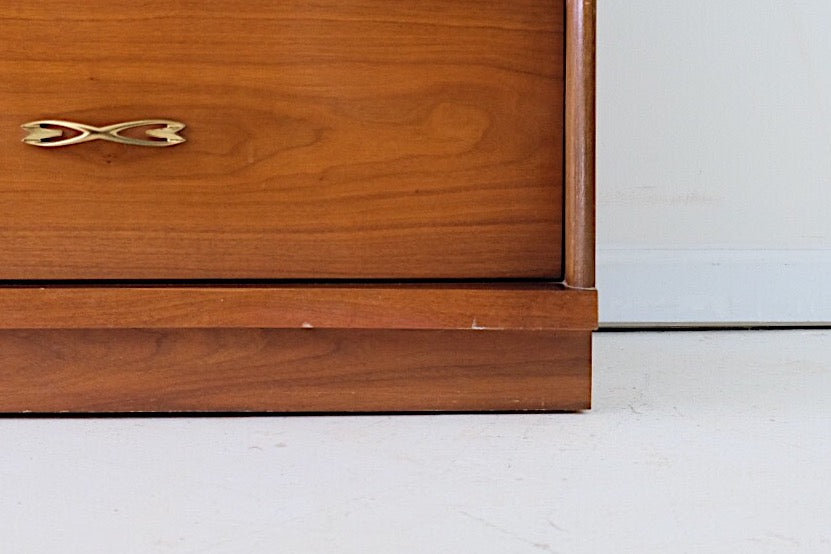 Bassett Mid Century Modern Shiny Twisted Brass Handles and Pulls Five Drawers