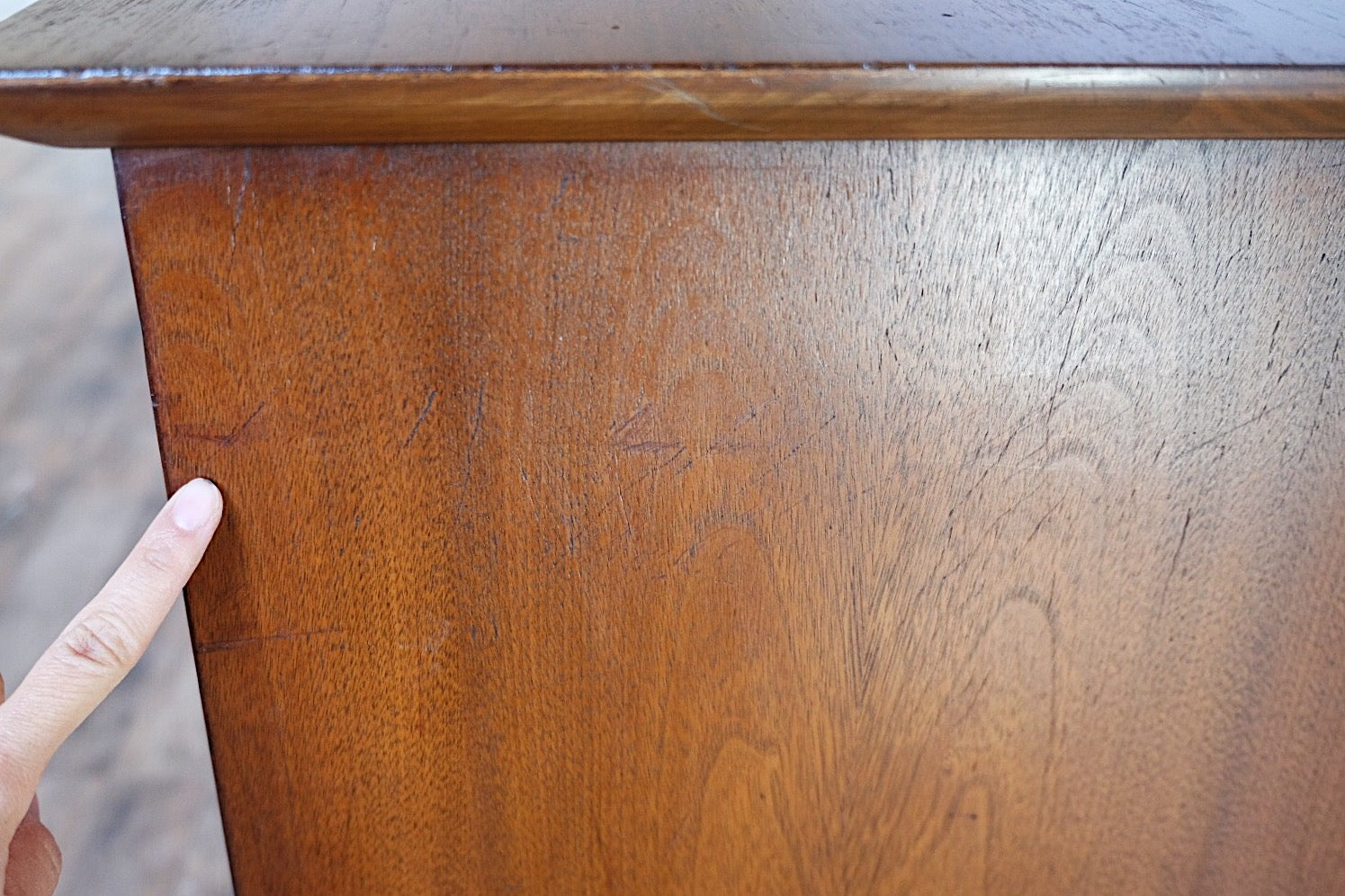 Henredon Eight Drawer Double Dresser Turned Wood Handles Brass End Caps Beautifully Shaped Legs