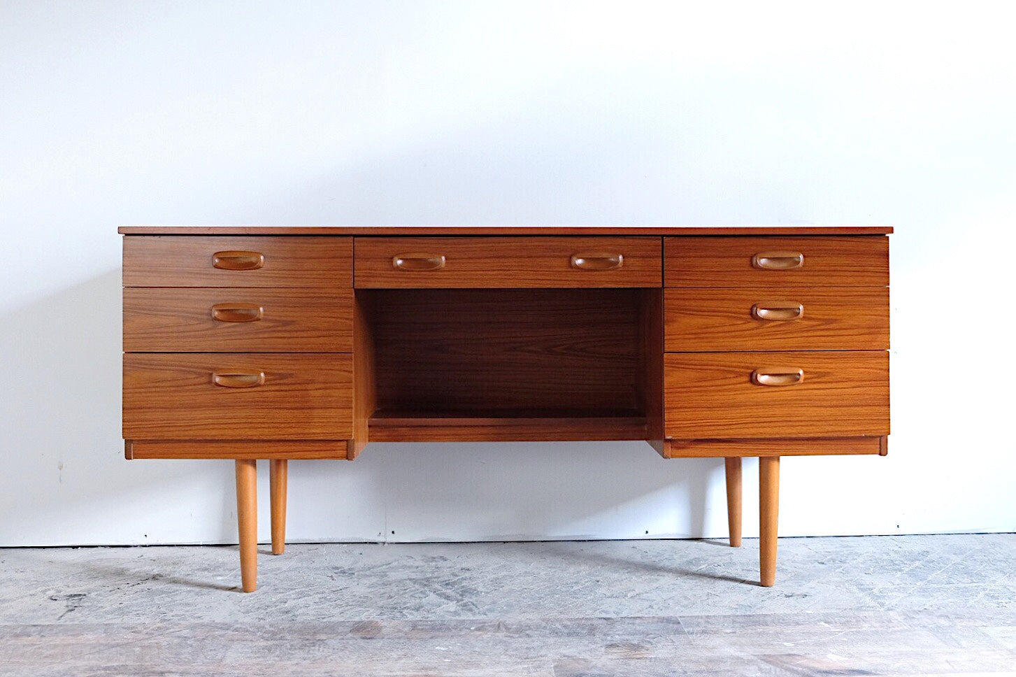 Schreiber English Mid Century Modern Desk Danish Modern Style