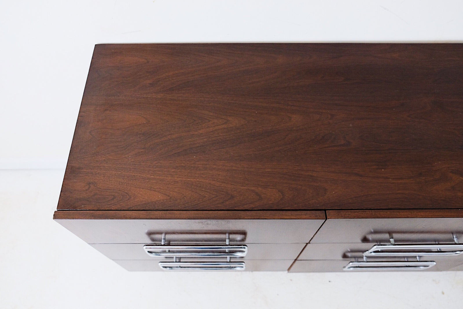 Gorgeous Silver Sculptural Handles Low Chest of Nine Drawers Walnut VeneerGorgeous Silver Sculptural Handles Low Chest of Nine Drawers Walnut Veneer