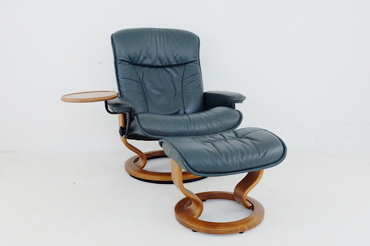 Ekornes Stressless Consul Recliner With Footstool Soft Natural Leather Teak Base with Hardfloor Protector Jungle Green