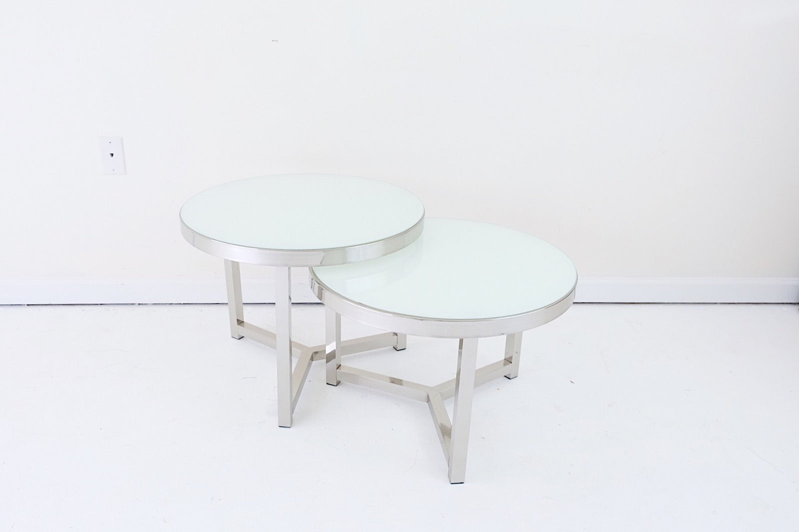 Round Chrome White Geometric Glass Top Nesting Tables