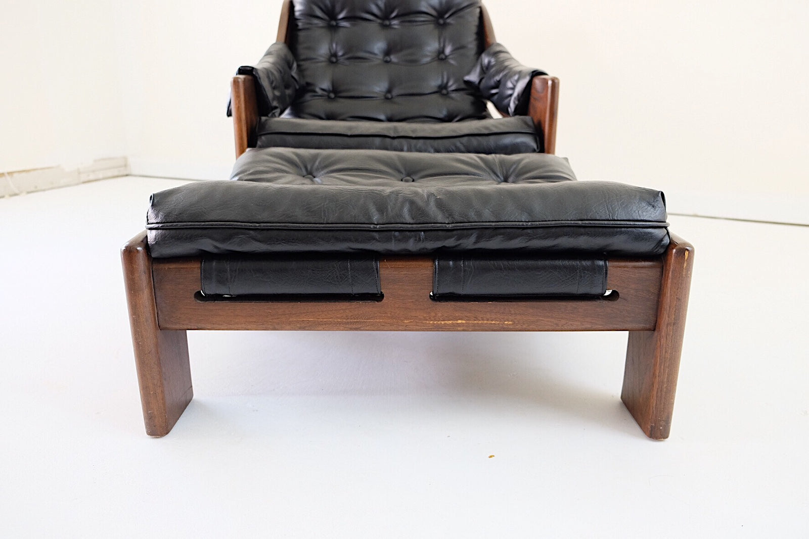 Scadinavian Leather Lounge Chair with Matching Ottoman Black Slingback Tufted