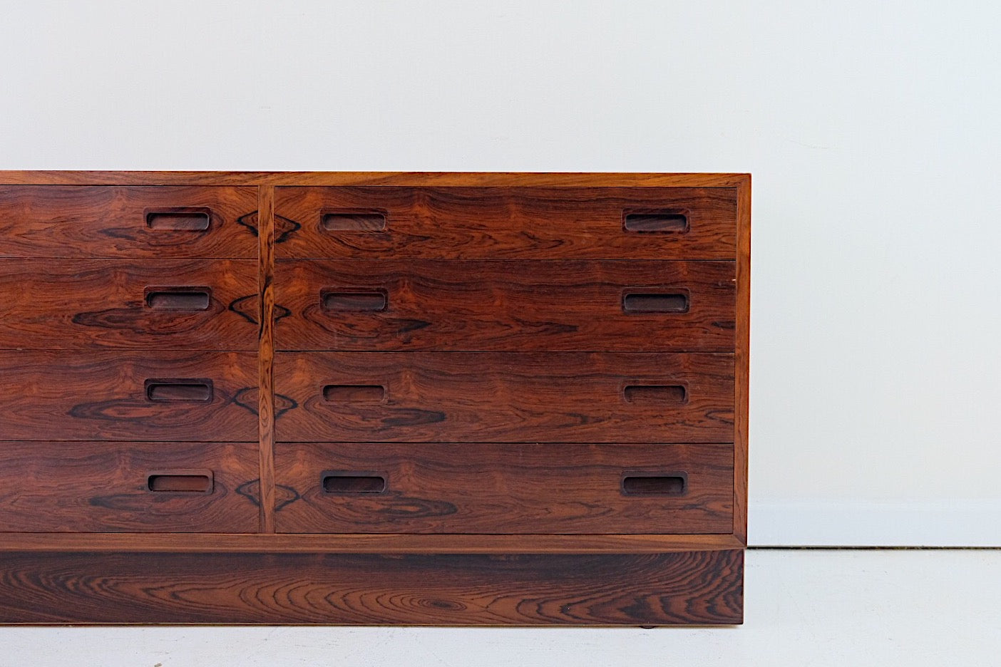 Hundevad, Poul Rosewood Mid Century Modern Small Credenza Eight Drawers
