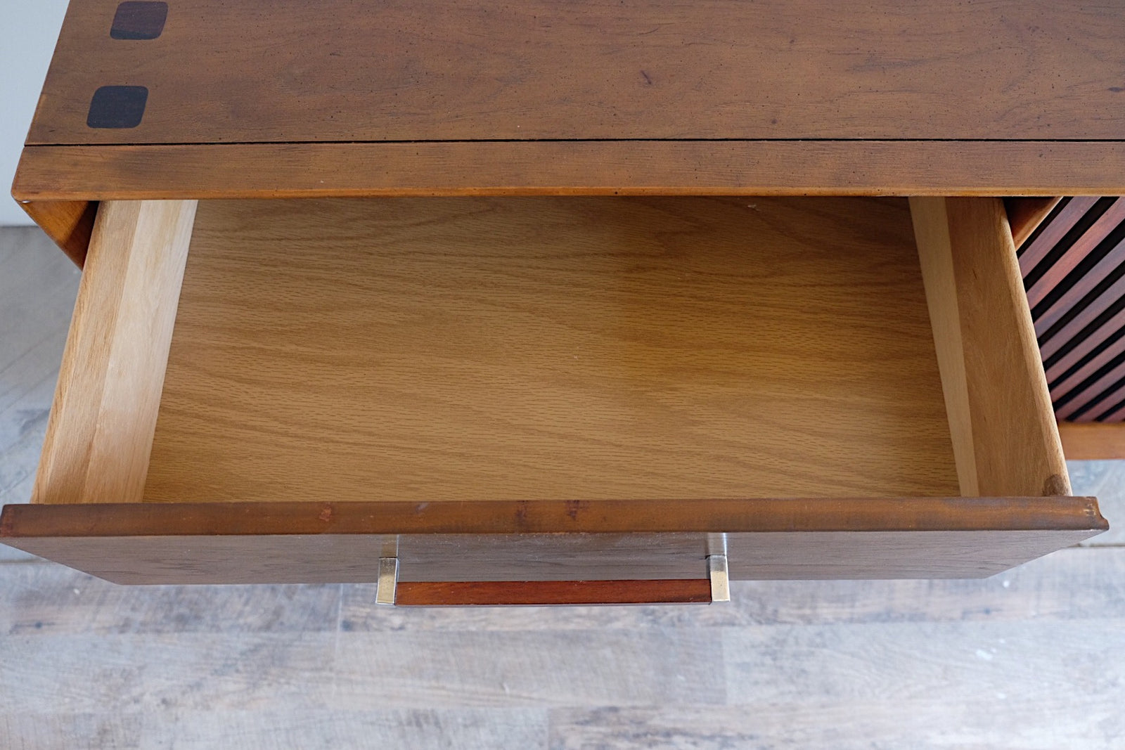 Lane Mid Century Modern Walnut Rosewood Tower Suite Series Nine Drawer Floating Dresser Chrome Rosewood Handles