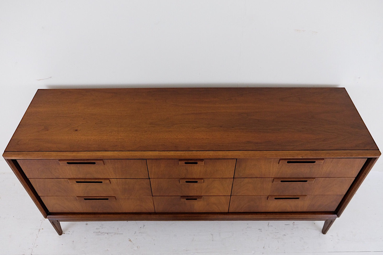 Iconic United Furniture Low Dresser Nine Drawer Carved Relief Handles Gorgeous Legs