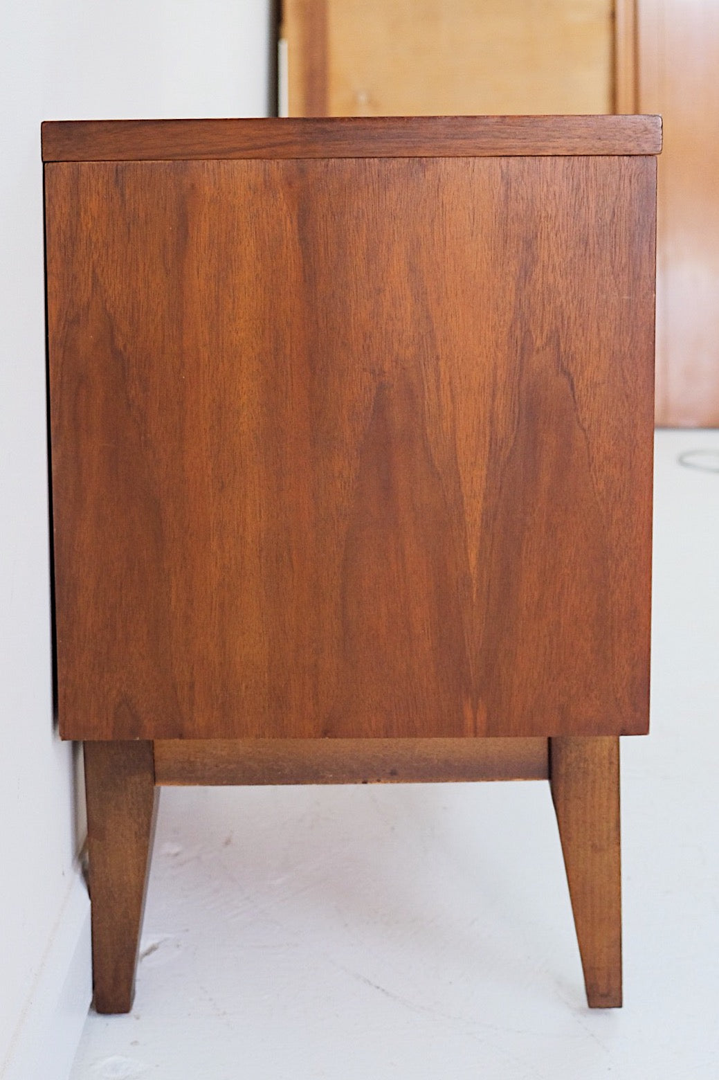 Johnson Carper Mid Century Modern Nightstand End Table Side Table Brass Square Pull Handle