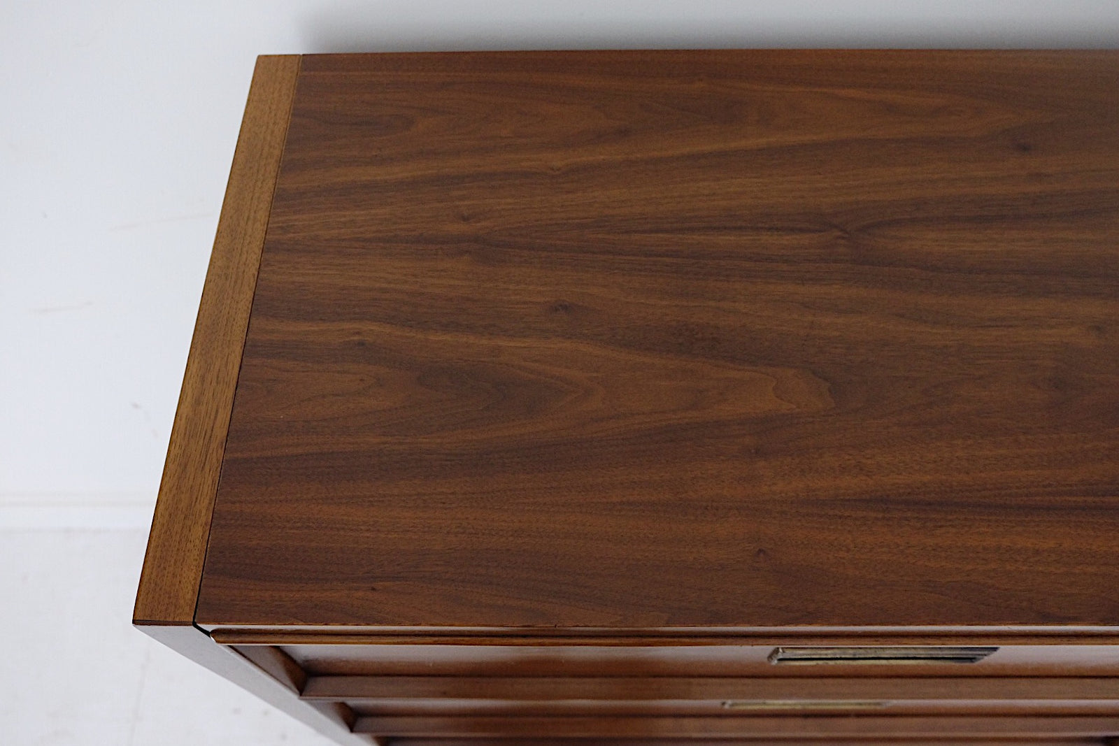 Drexel Paragon Tall Five Drawer Mid Century Modern Dresser Faux Burl Wood Handles