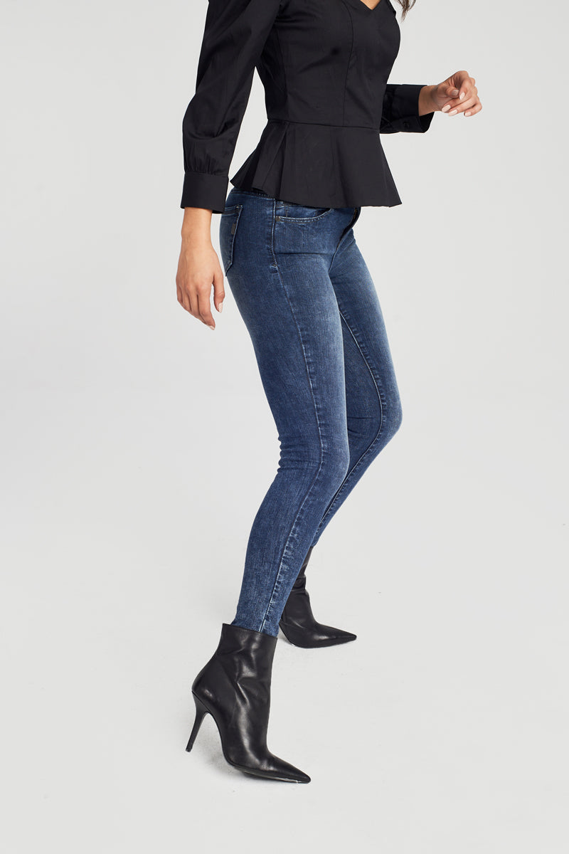 Washed Skinny Jeans in Alexa