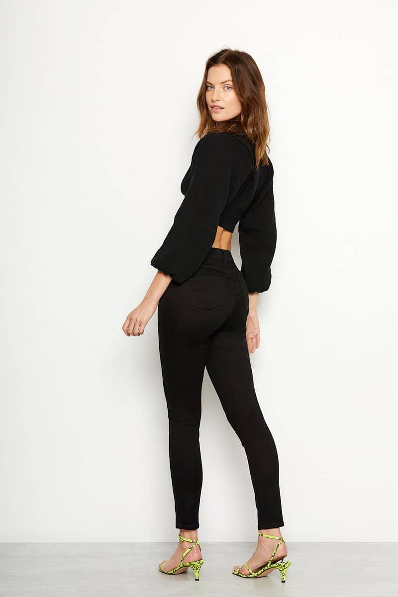 High Riѕе Butter Exposed Button Skinny Jеаnѕ in Wynter Black