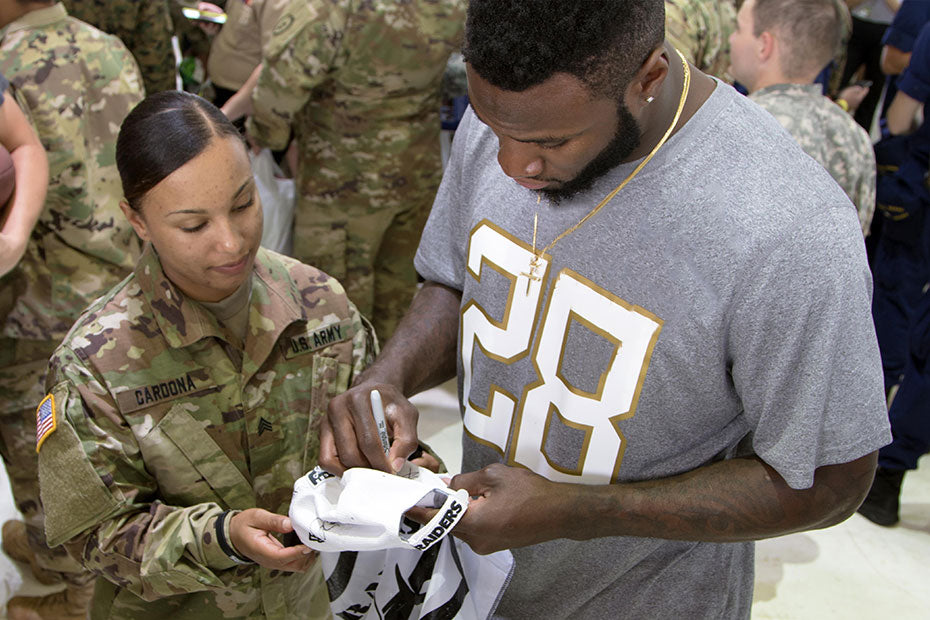 Latavius Murray to meet with U.S. troops in Italy and Germany this week | Latavius Murray